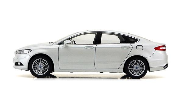โมเดลรถ โมเดลรถเหล็ก โมเดลรถยนต์ Ford Mondeo 2013 ขาว 3