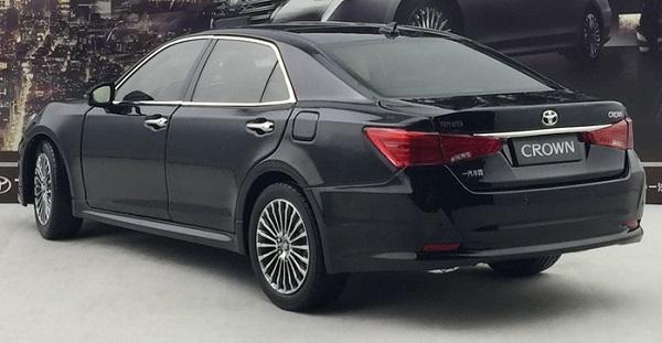 โมเดลรถ โมเดลรถเหล็ก โมเดลรถยนต์ toyota crwon 2015 black 2