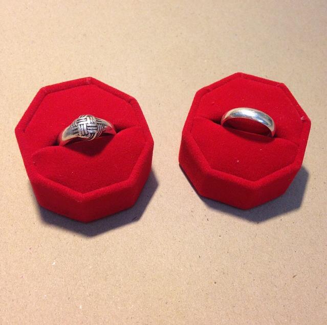 ดิสเพลย์ โชว์แหวนกำมะหยี่สีแดง