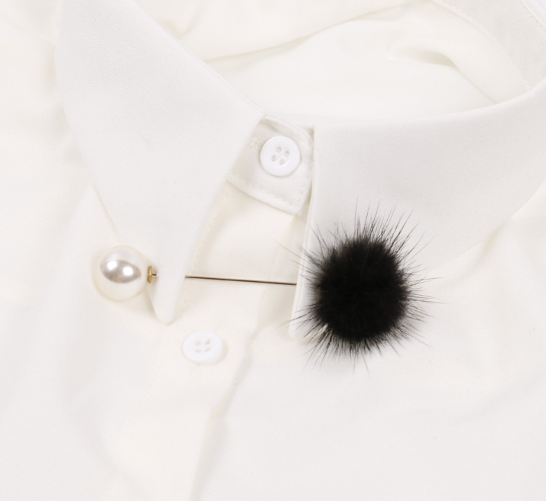 เข็มกลัดติดเสื้อสูทก้านยาวแต่งมุกปอมปอมสีดำ
