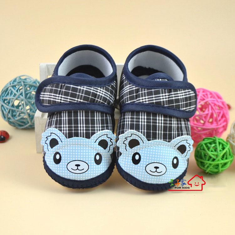 รองเท้าเด็กอ่อนหุ้มส้น หมีสีฟ้า ลายสก๊อตกรมท่า