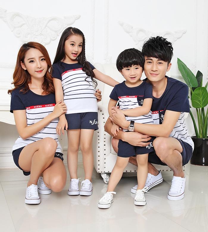 เสื้อครอบครัว - เสื้อยืดแขนสั้นสีน้ำเงินขาว คาดแดง