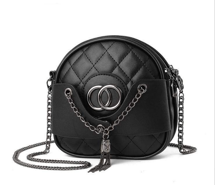 [ Pre-Order ] - กระเป๋าสะพาย สีดำ ทรงกลมใบเล็กกระทัดรรัด ดีไซน์สวยเก๋เท่ๆ ไม่ซ้ำใคร พกพาสะดวก