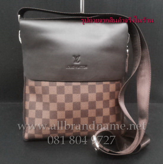 """กระเป๋าสะพายหลุยส์ Louis Vitton ขนาด 10""""x 9""""x (ขยาย) 2"""""""