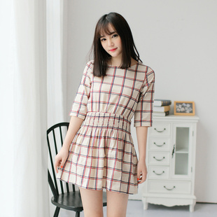 """size M""""พร้อมส่ง""""เสื้อผ้าแฟชั่นสไตล์เกาหลีราคาถูก เดรสสีขาวครีม ลายตารางสีแดงน้ำเงิน แขน3ส่วน สม๊อกเอว ไม่มีซับใน"""