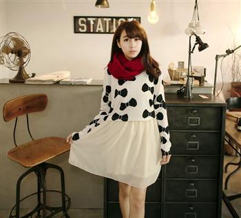 """""""พร้อมส่ง""""เสื้อผ้าแฟชั่นสไตล์เกาหลีราคาถูก set 2 ชิ้น เสื้อไหมพรมสีขาวลายโบว์สีดำ แขนยาว + เดรสชีฟองแขนกุด จั๊มเอว มีซับในช่วงกระโปรง -สีขาว"""