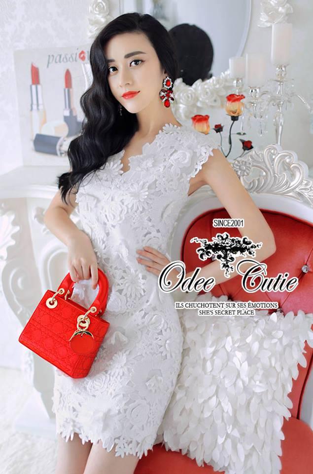 ( พร้อมส่งเสื้อผ้าเกาหลี) เดรสลูกไม้สีขาว ใช้ผ้าลูกไม้เยอะค่ะ ลายสวยลวดลาย3D คอVใส่สวยทุกรูปร่าง มีซับในในตัวนะคะ ผ้าลูกไม้เนื้อดีหนามีน้ำหนัก