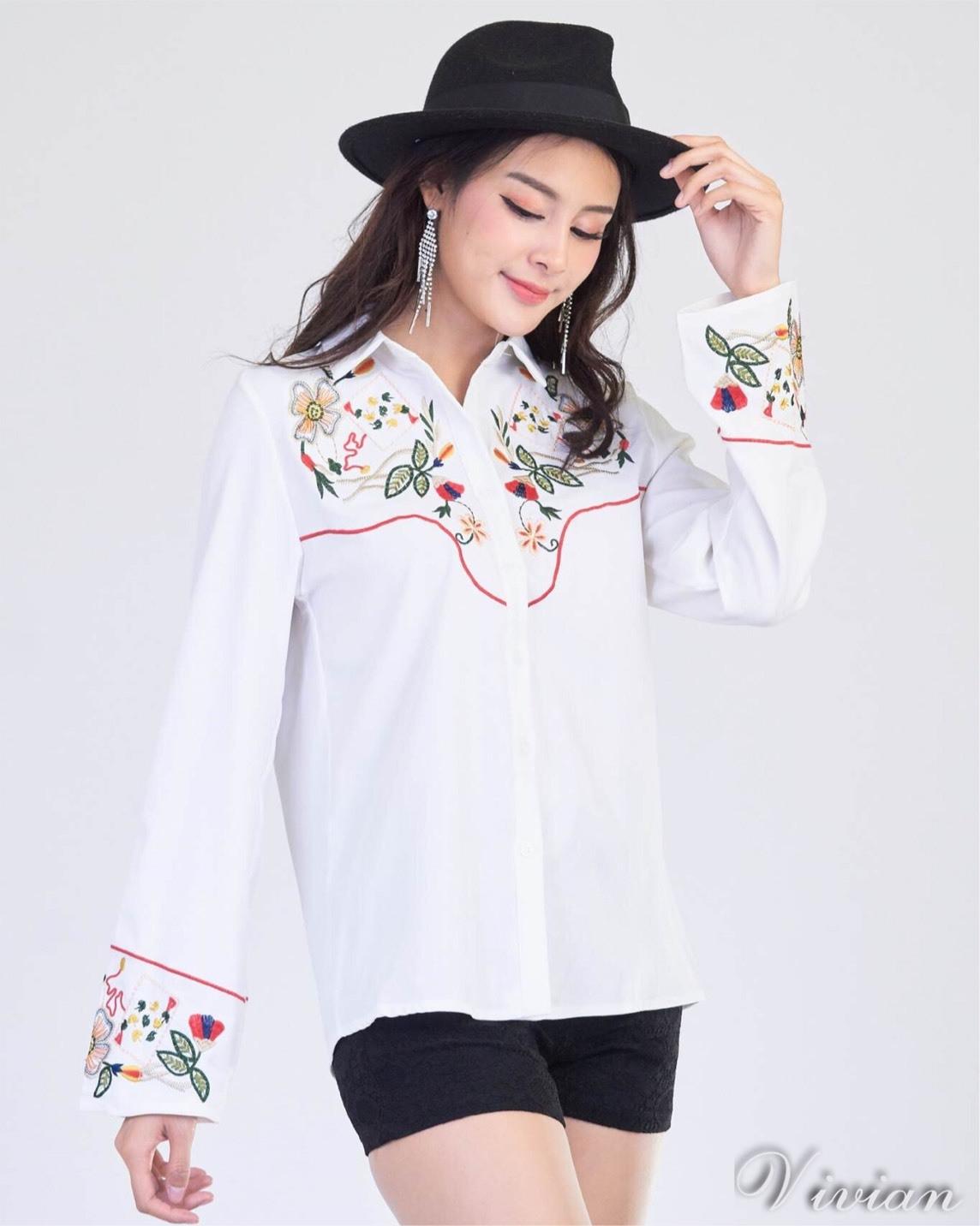 เสื้อผ้าเกาหลีพร้อมส่ง Zara Embroidered long sleeve