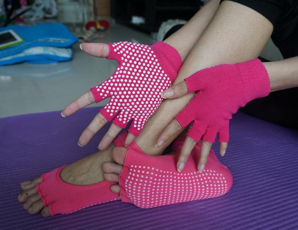 (พรีออเดอร์) ถุงมือ ถุงเท้าโยคะ กันลื่น YKSM30-31