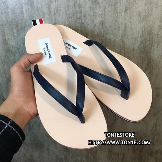 รองเท้าแตะTHOM BROWNE Tricolour Leather SandalSS16 สีดำ (Engraved Grade 1:1)