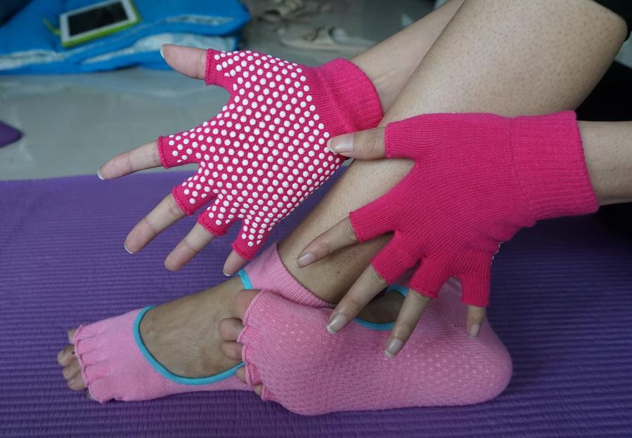 (พรีออเดอร์) ถุงมือ ถุงเท้าโยคะ กันลื่น YKA30-39