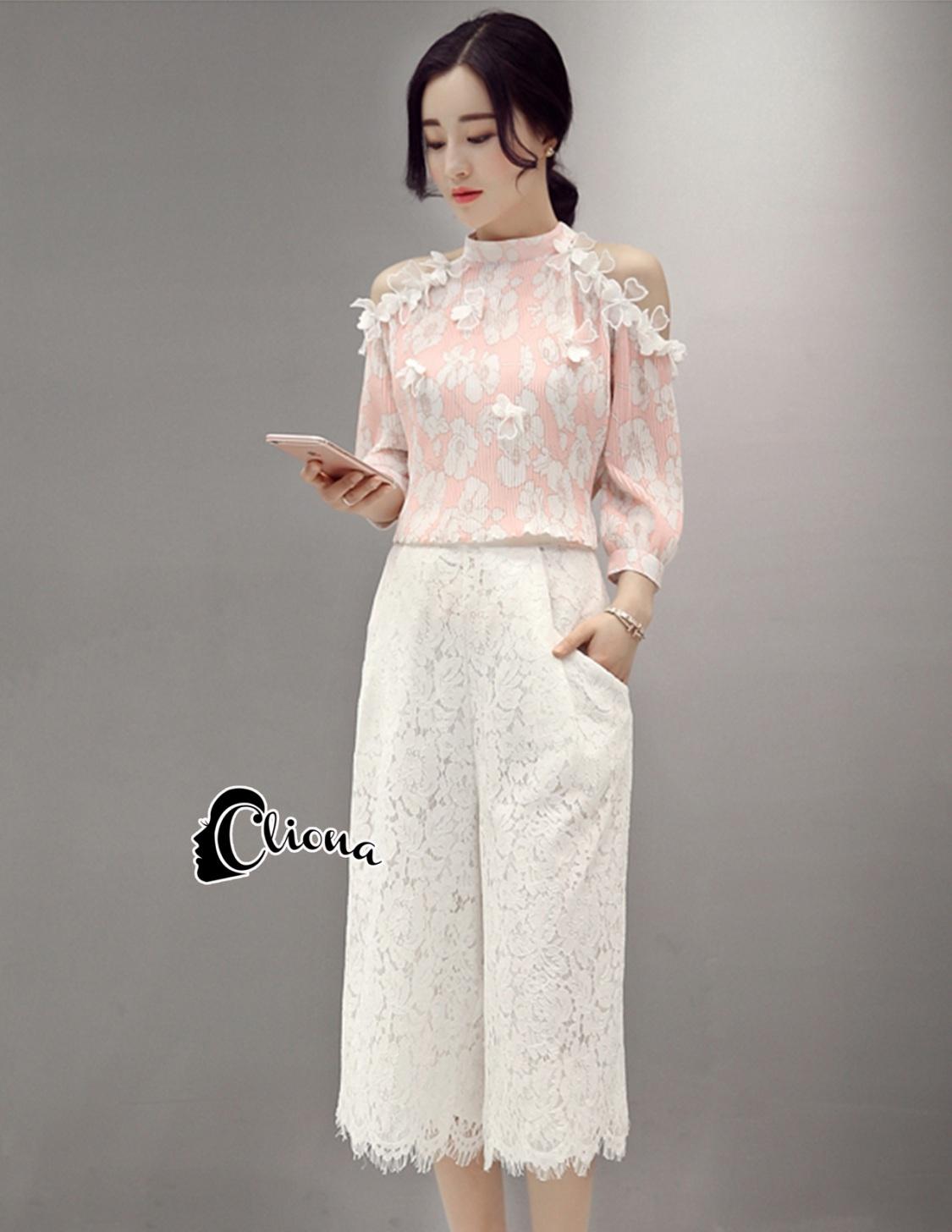เสื้อผ้าเกาหลี พร้อมส่ง Floral Top + Lace Pant Set