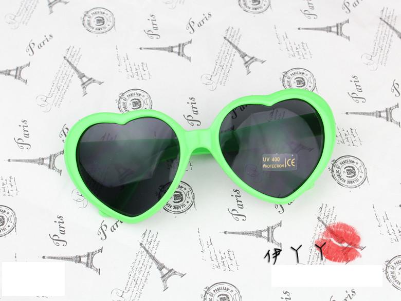 แว่นตากันแดดแฟชั่นเกาหลี กรอบหัวใจสีเขียว