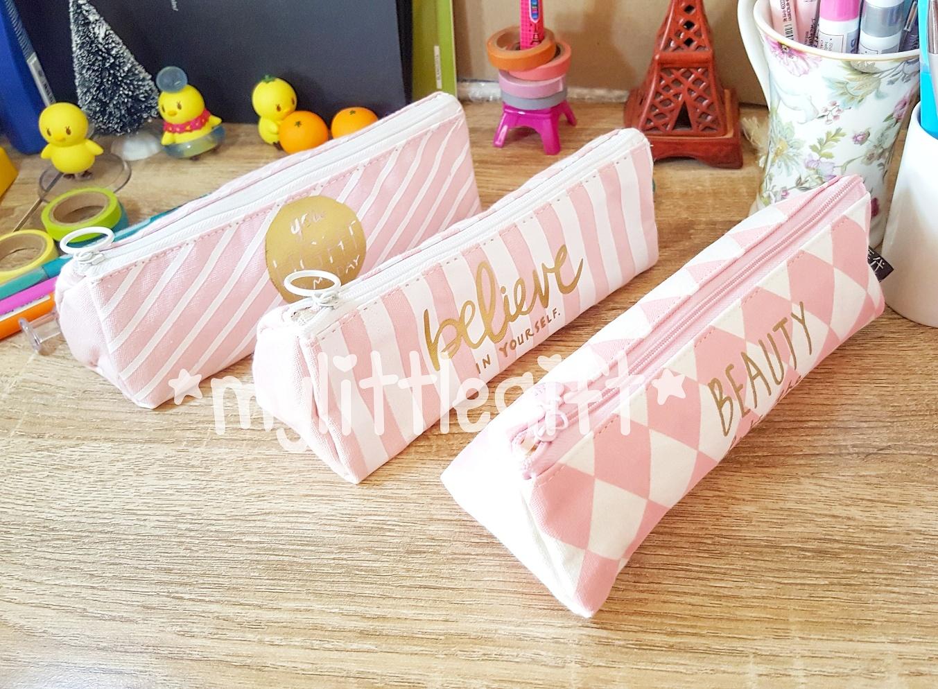 กระเป๋าดินสอผ้า ทรงสามเหลี่ยม สีชมพู