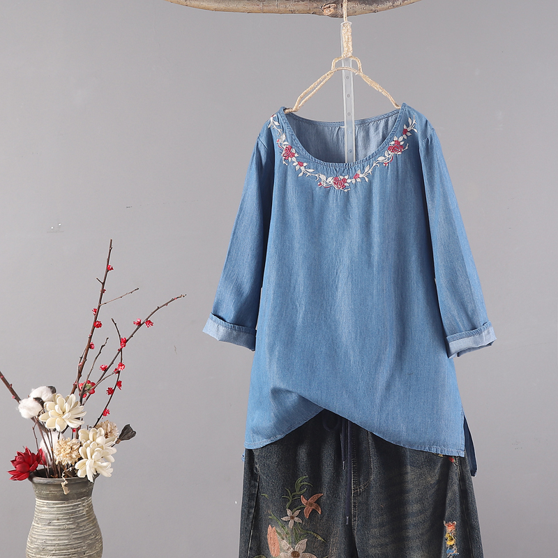 P16241 เสื้อแฟชั่นแขนสามส่วน หน้าสั้นหลังยาว ผ้ายีนส์เนื้อนิ่มปักดอกไม้ สีน้ำงิน หน้าสั้นหลังยาว