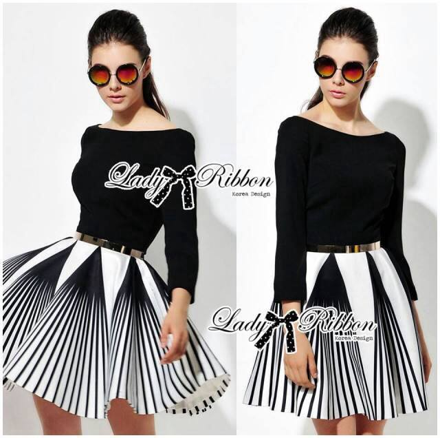 DR-LR-276 Lady Minimal Chic Graphic Striped Dress