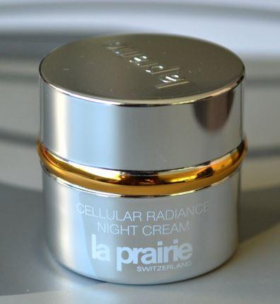 *พร้อมส่ง*La Prairie Cellular Radiance Night Cream ขนาดทดลอง 7 ml. ครีมบำรุงผิวหน้า เนื้อครีมบางเบาไม่เหนียวเหนอะหนะ สำหรับผิวที่ต้องการ การฟื้นฟูอย่างรวดเร็ว ไม่เพียงแต่ลดเลือนริ้วรอยในทุกระดับบนผิวหน้า ยังช่วยให้ผิวสวยกระจ่างใส เพียง 1 สัปดาห์คุณจะรู้ถึ