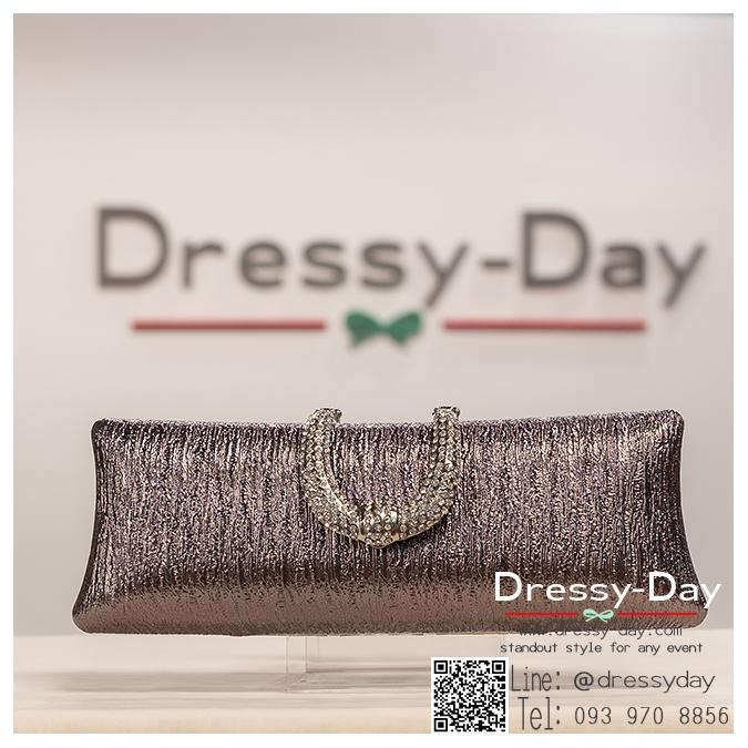 กระเป๋าออกงาน TE041 : กระเป๋าคลัชออกงานพร้อมส่ง สีม่วงอมดำเปลือกมังคุด ที่เปิดเป็นเพชรเกรดพรีเมี่ยม ถือคู่กับชุดไทย หรือ สะพายออกงานคู่กับชุดราตรีสวยหรูและปังมาก ใช้ได้ทั้งงานกลางวันและกลางคืน ราคาถูกกว่าห้างเยอะ
