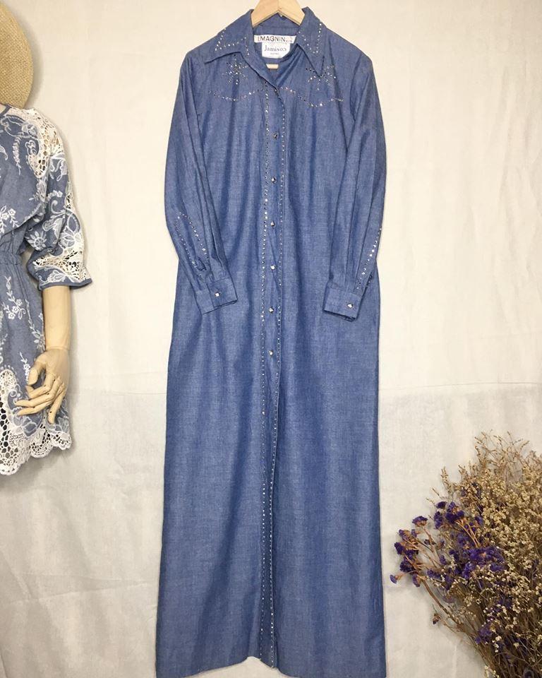vintage dress : เดรสยาวสียีนส์ แต่งเพชรเป็นลูกเล่น ใช้วิธีการตอกนะคะ ไม่ใช่ติดกาว ดีเทลของจริงสวยมากค่ะ กระดุมเพรช มีกระเป๋าข้าง ตัวนี้รับรองไม่ผิดหวังค่ะ