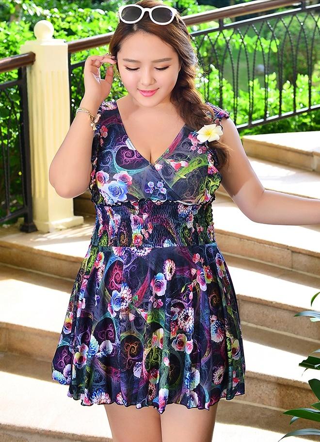 Swimsuit Bigsize พร้อมส่ง :ชุดสีม่วงแต่งลายดอกไม้สีสันสดใสแบบเก๋ กางเกงขาสั้นใส่ด้านในน่ารักมากๆจ้า:รอบอก40-48นิ้ว เอว36-44นิ้ว สะโพก44-52นิ้วจ้า