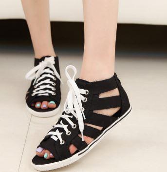 รองเท้าผ้าใบพื้นเตี้ยสไตล์อังกฤษ