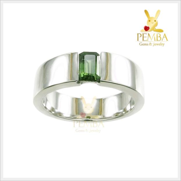 แหวนเขียวส่อง แหวนพลอยเขียวส่อง เรียบๆ แต่มีสไตล์