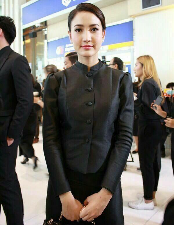 ชุดไทยจิตรลดาสีดำ แบบกระดุมหน้า ไหล่จีบ