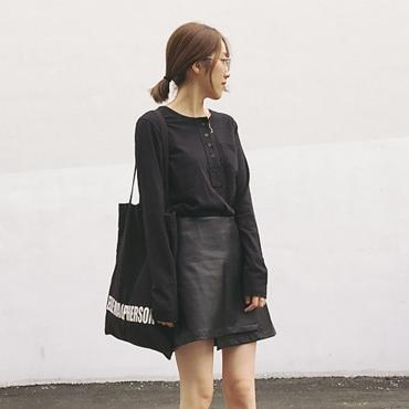 กระโปรงสั้น ผ้าหนัง PU สีดำ