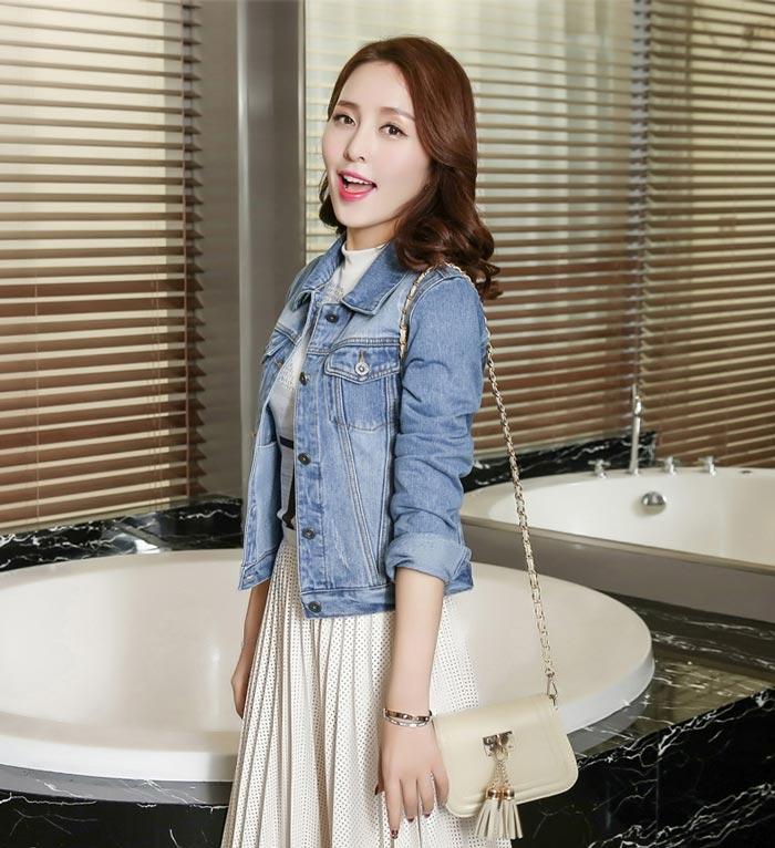 เสื้อยีนส์ผู้หญิง แจ็คเก็ตยีนส์ เสื้อคลุมยีนส์ สีฟ้า แขนยาว คอปก แฟชั่นเกาหลี