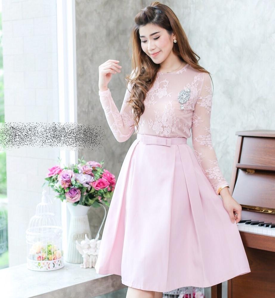 ชุดไปงานแต่งงาน ชุดออกงานสีชมพู ชุดเซ็ทเข้าชุด เสื้อลูกไม้แขนยาว + กระโปรงผ้าไหมอิตาลี แนวสวยหวาน เรียบหรู ดูดี สวยสง่า