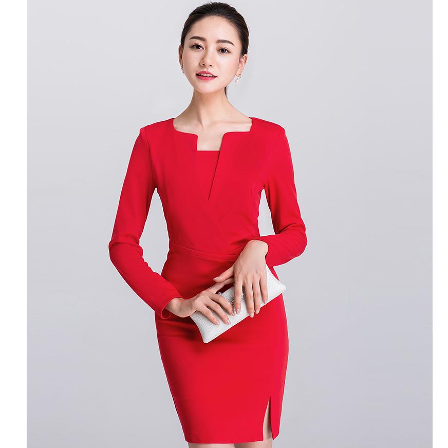 ชุดเดรสสั้นสีแดง ทรงสวย เข้ารูป ลุคเรียบร้อย ดูดี สไตล์สาวทำงานออฟฟิศ และใส่ออกงานได้