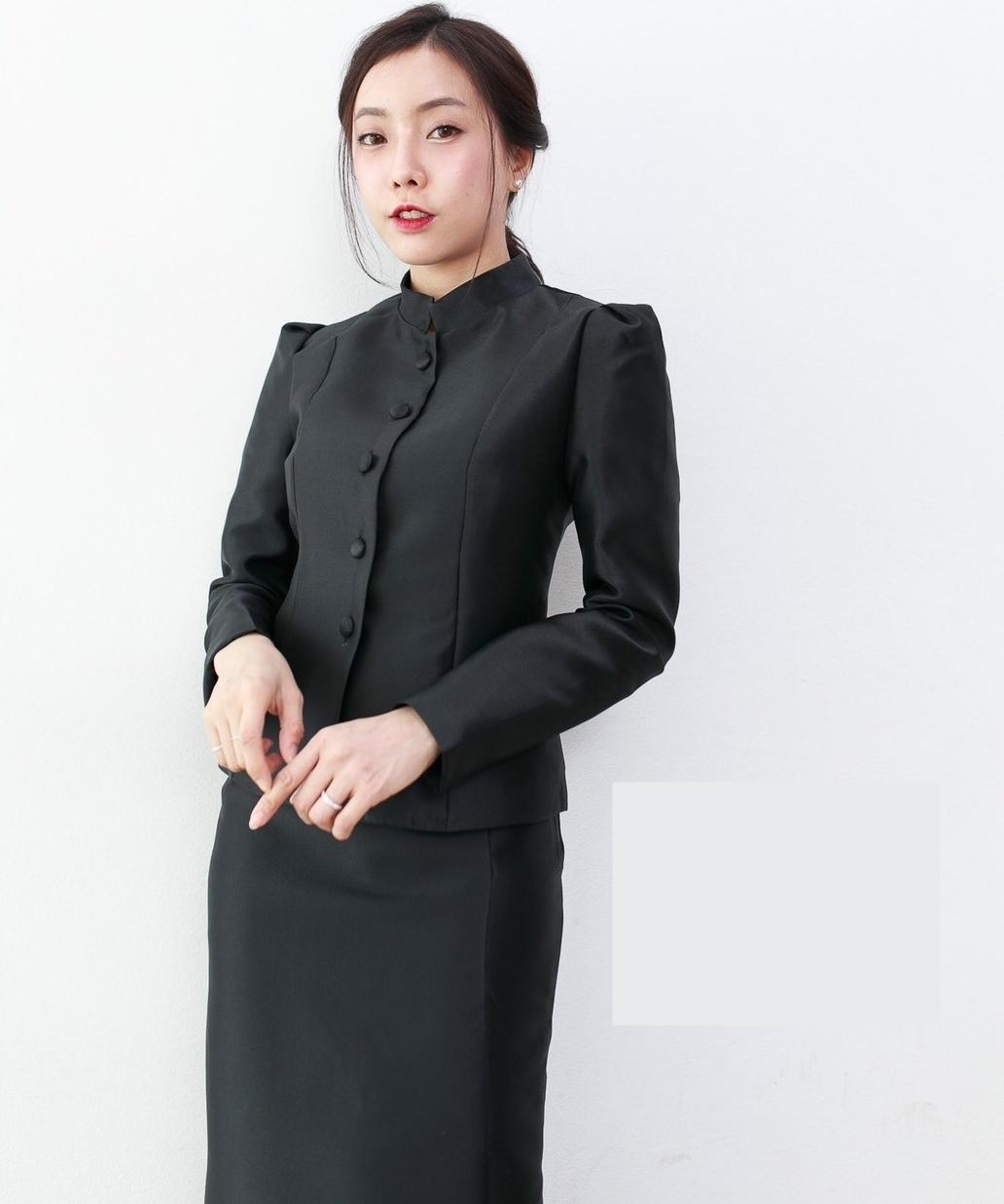 [ เฉพาะเสื้อ ] ชุดไทยจิตรลดาสีดำ แบบกระดุมหน้า ไหล่จีบ อยู่ทรงสวย