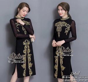 เดรสสีดำสวยโดดเด่นด้วยการแต่งปักลายสีทอง