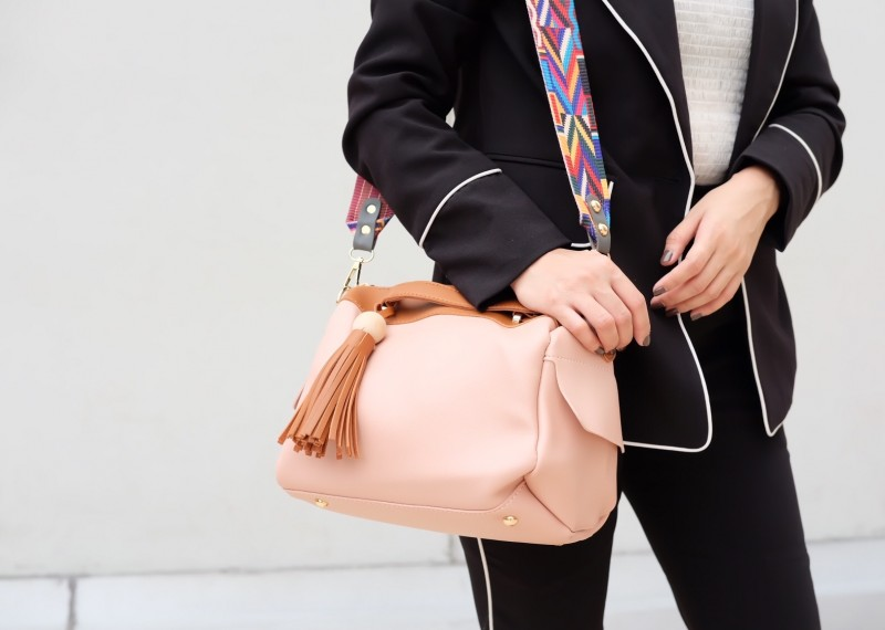 กระเป๋าสะพายแฟชั่น กระเป๋าสะพายข้างผู้หญิง กระเป๋าทรงหมอน [สีชมพู]
