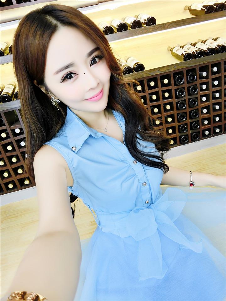 ชุดเดรสแฟชั่นเกาหลีสีฟ้าแขนกุดกระโปรงบานน่ารักๆ