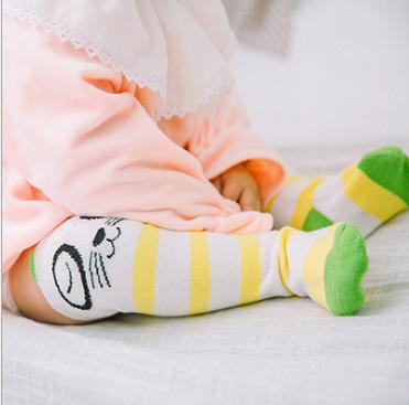 ถุงเท้ายาว สีเหลือง แพ็ค 10 คู่ ไซส์ M (อายุประมาณ 6-12 เดือน)