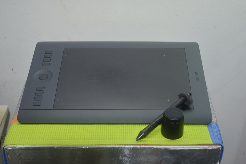 Wacom Intuos Pro Pen & Touch Medium PTH-651/K1-C (กระดานกราฟิก