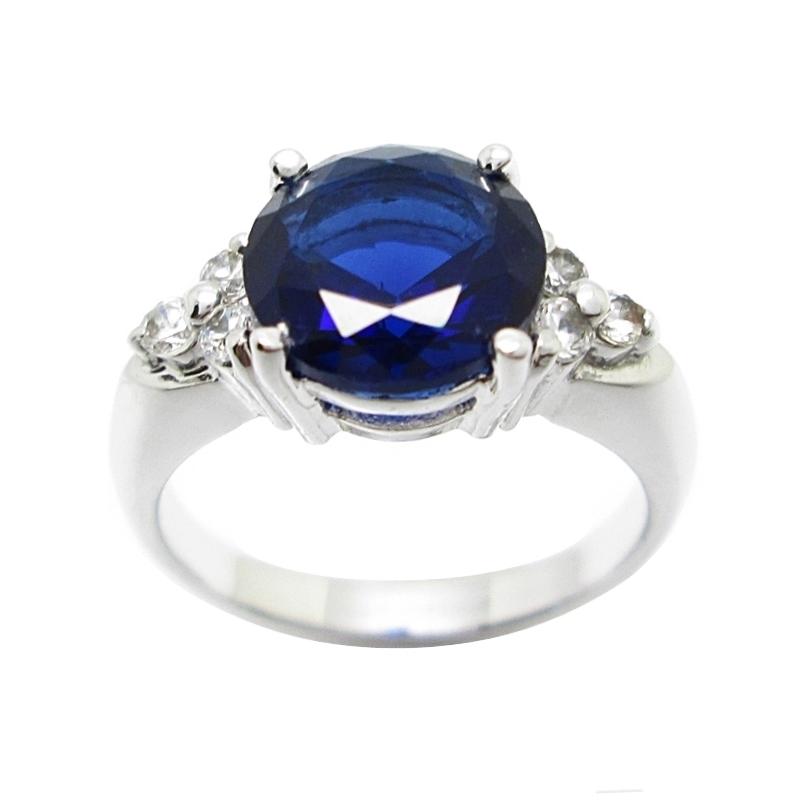 แหวนพลอยไพลินประดับเพชรชุบทองคำขาว