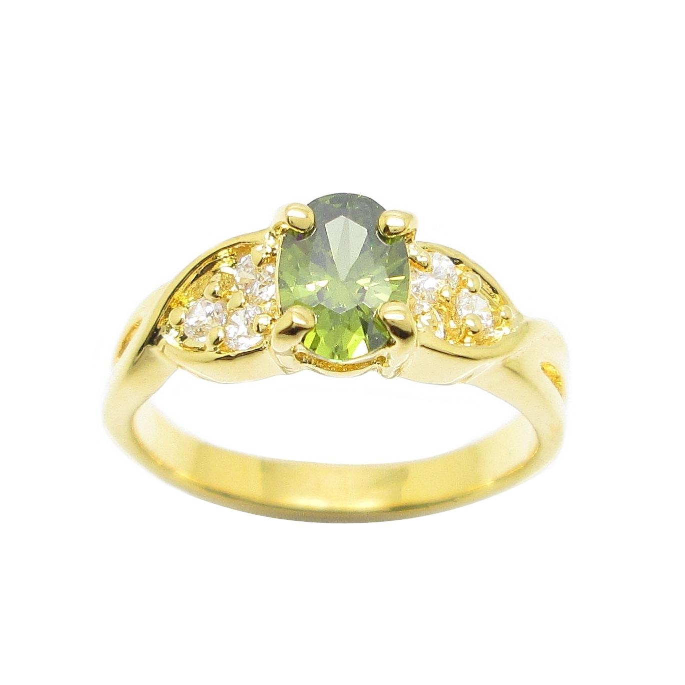 แหวนพลอยรูปไข่สีเขียวส่องประดับเพชรชุบทอง