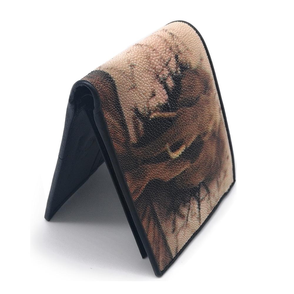กระเป๋าสตางค์หนังปลากระเบนสองพับสั้นลายช้างไทยสีน้ำตาล