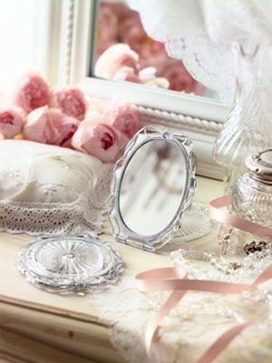 Jill Stuart Compact Mirror แบบกลมตั้งได้ ของแท้นะคะ กระจกเจ้าหญิง สุดหรู น่ารัก รุ่นฮิต กระจก Jill Stuart สิ่งนี้เป็นอะไร ที่ชาตินี้ต้องมีเก็บไว้ในกล่องสมบัติอย่างน้อยหนึ่งอัน เพราะมันน่ารักมาก ๆ ด้วยสไตล์เจ้าหญิงฟรุ้งฟริ้ง