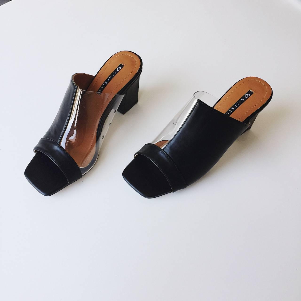 รองเท้าแฟชั่นสีดำ
