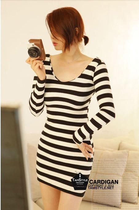 Dress121 - เดรสแฟชั่น เดรสลายขวางเข้ารูป ขาวดำ sexy จ้า อก 36 ((เดรสแฟชั้นพร้อมส่ง))