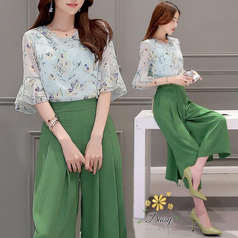 เซท เสื้อ+กางเกงกระโปรง เสื้อเป็นผ้าชีฟองสีเขียวอ่อนพิมพ์ลายดอกไม้