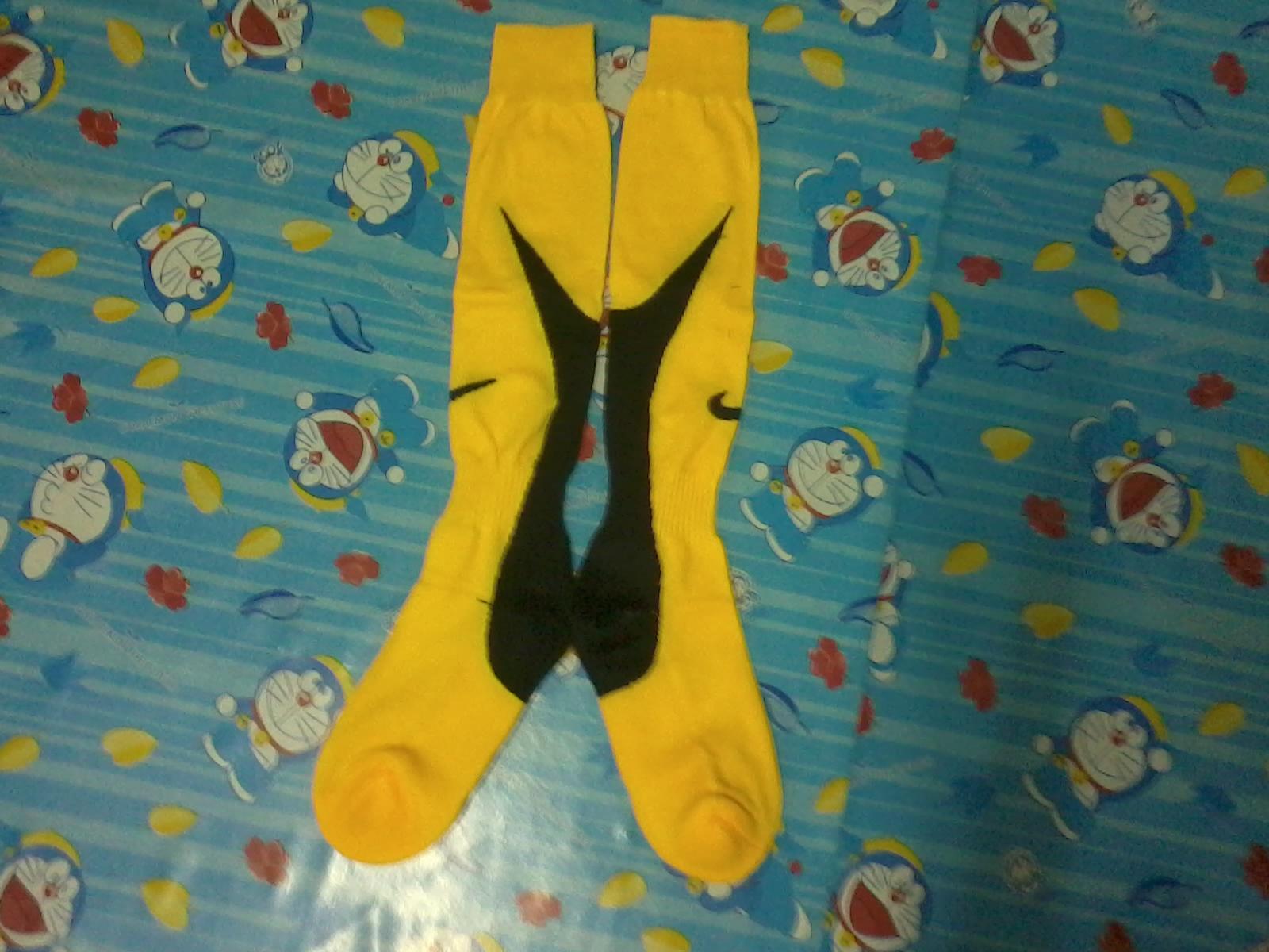 ถุงเท้า nike เหลือง ดำ