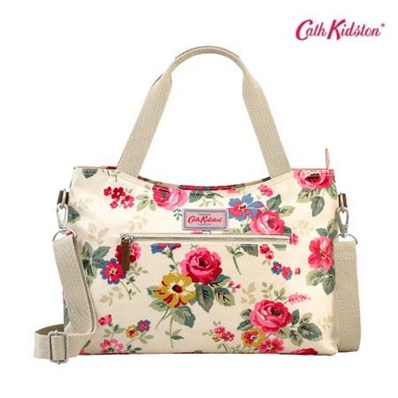 *Pre Order*Cath Kidston-UK original winter Messenger Bag-ผ้าใบพิมพ์ลายสไตล์ยุโรป size 36x25x14 cm.