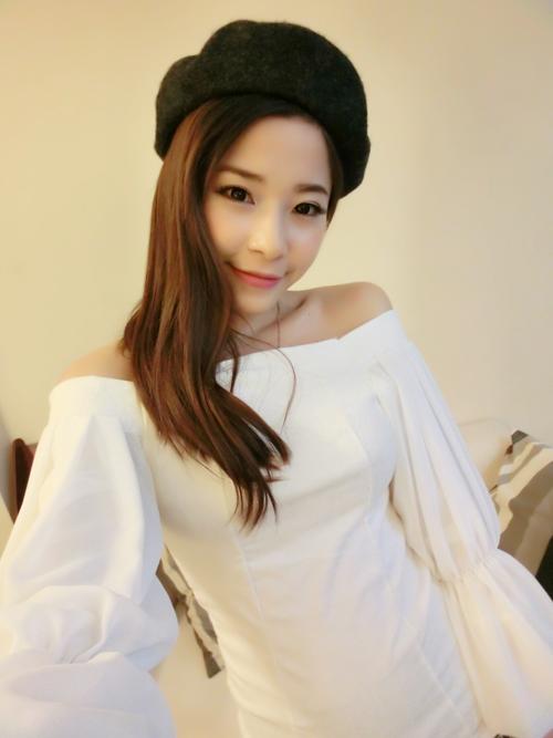 เสื้อแฟชั่นสุภาพสตรี สไตล์สาวเกาหลี แปลกตาด้วยลูกเล่นการเย็บแขนเสื้อ รับรอง ใส่ไปไหน ใครก็เหลียวมอง