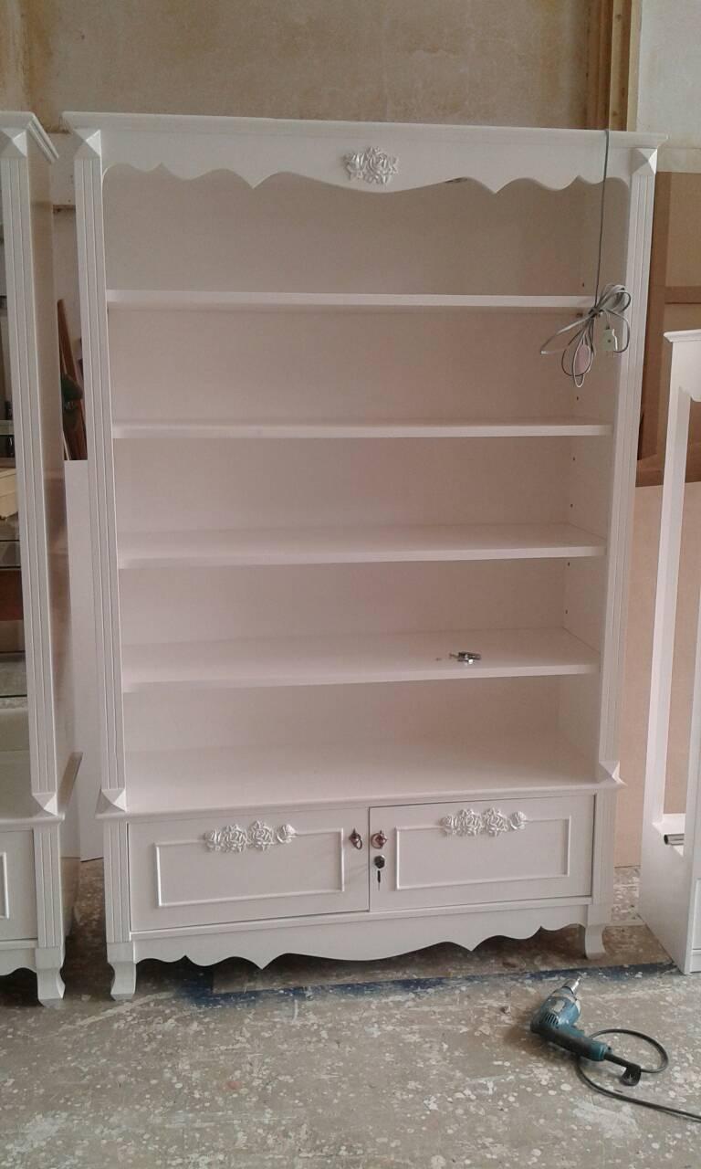 ตู้โชว์เดี่ยววินเทจกุหลาบสีขาวสำหรับร้านค้า