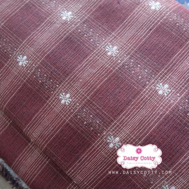 ผ้าทอญี่ปุ่น 1/4ม.(50x55ซม. โทนสีน้ำตาลแดง ทอลายตารางแต่งดอกไม้