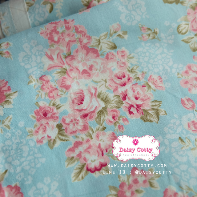 ผ้าคอตตอนไทย 100% 1/4 ม.(50x55ซม.) พื้นสีฟ้า ลายพุ่มดอกไม้สีชมพู